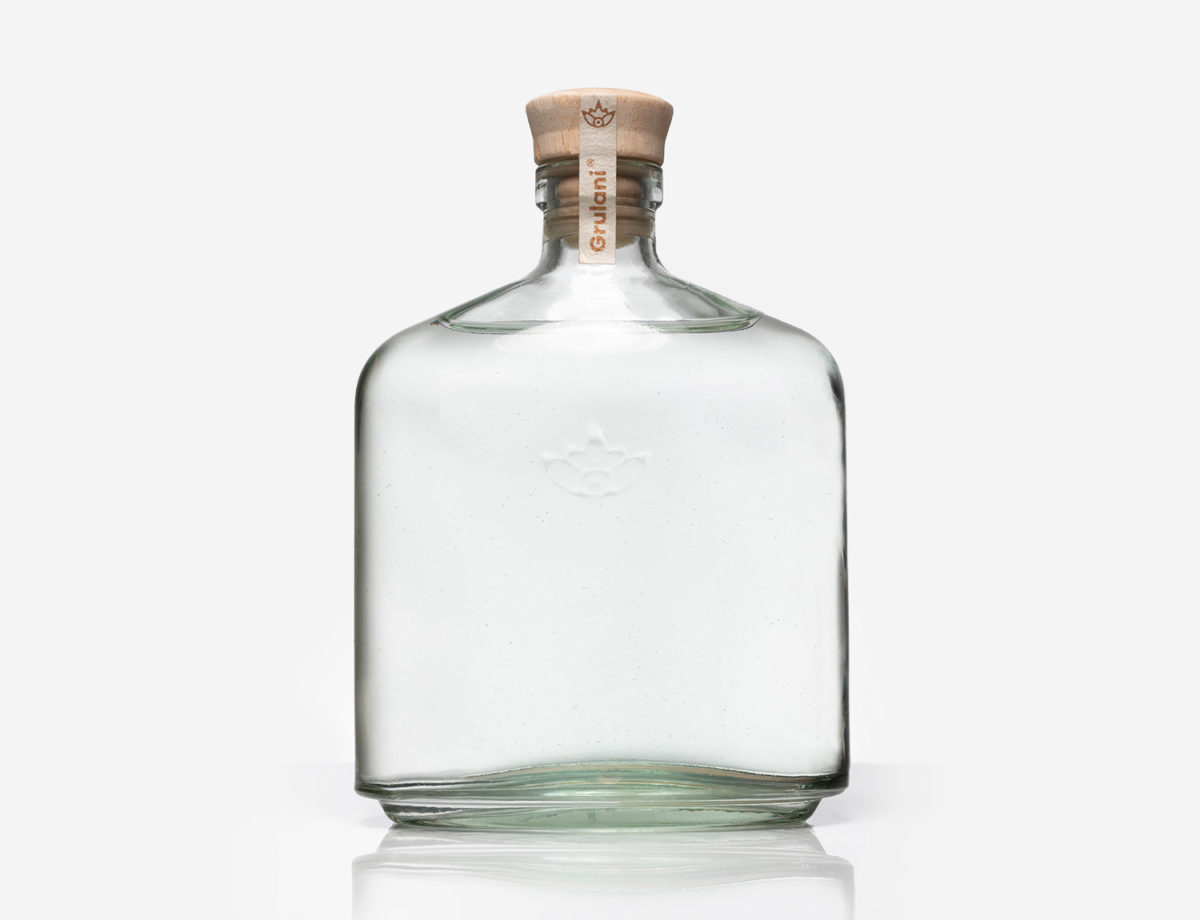 This image has an empty alt attribute; its file name is botella-1200x920.jpg